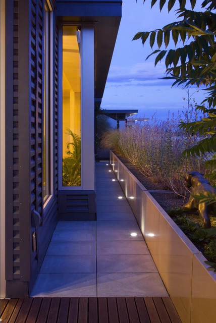 chris-lee-homes-outdoor-pathway-LED-lighting