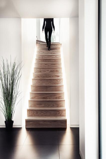 chris-lee-homes-interior-staircase-LED-lighting