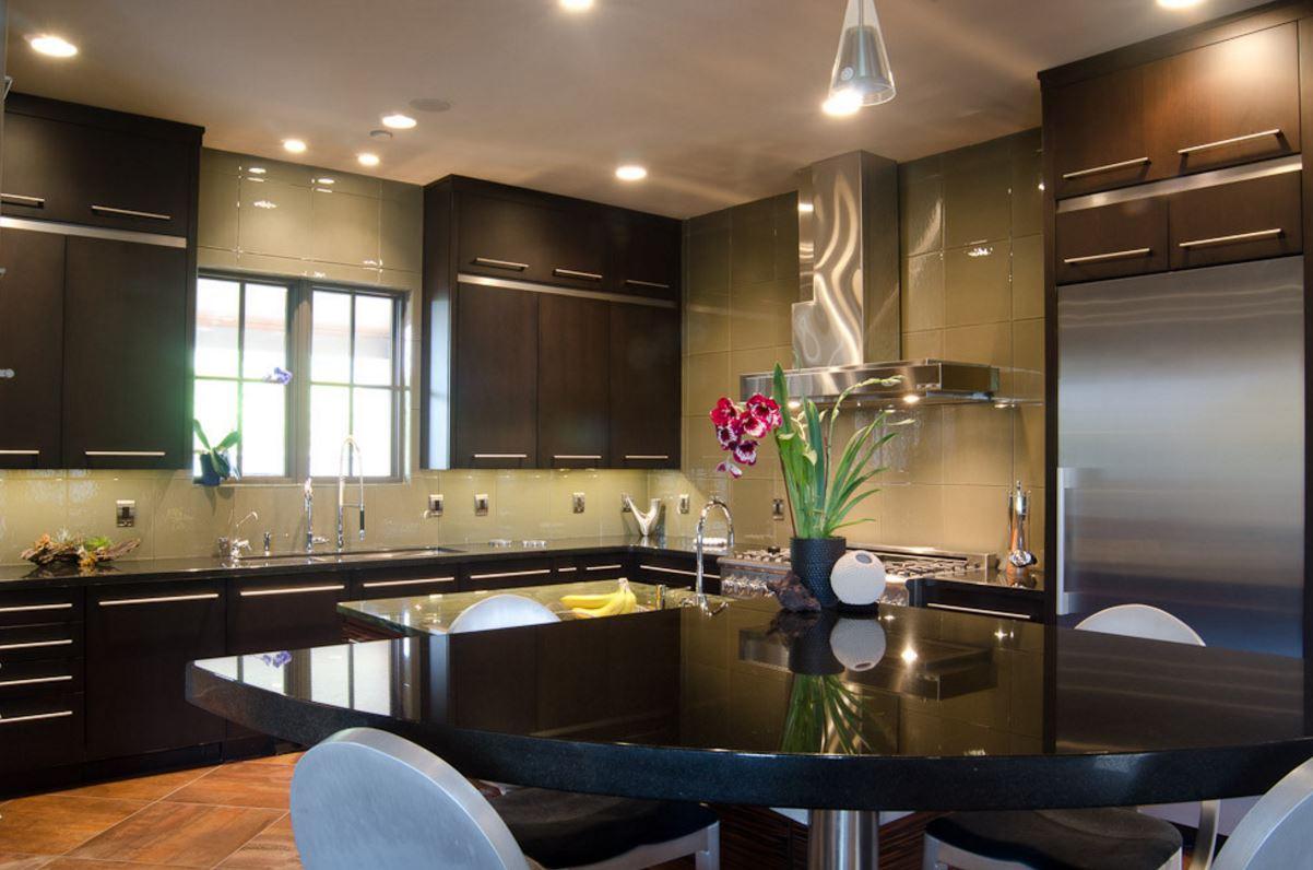 chris-lee-homes-dark-kitchen-countertops